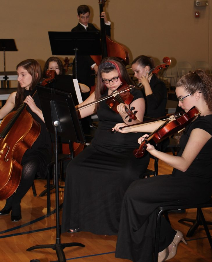 BHS+Orchestra+plays+during+the+Beaux+Arts+Ball