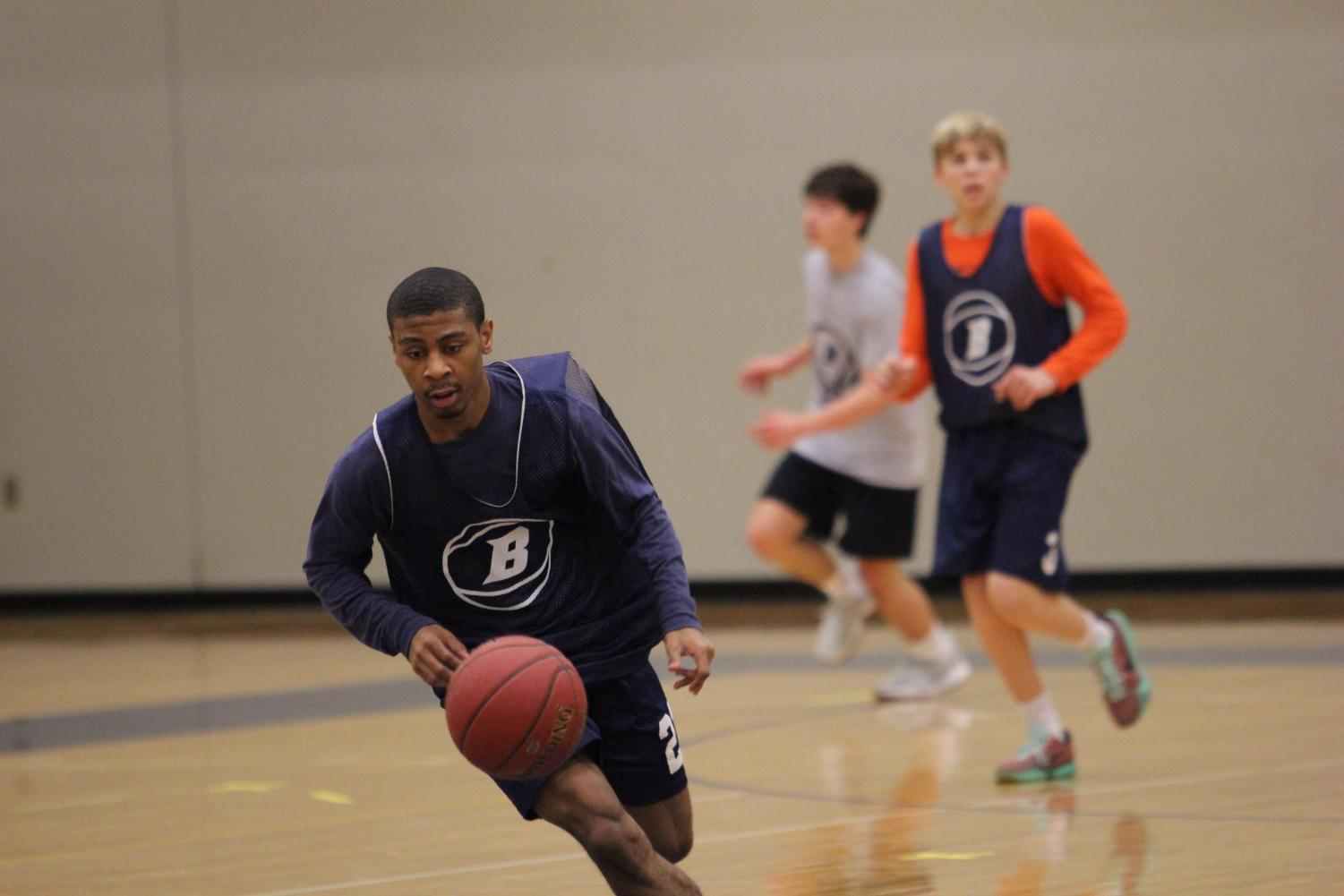 Decarlo Harris dribbles a ball down the basketball court during a morning practice (Adrian Maddox).