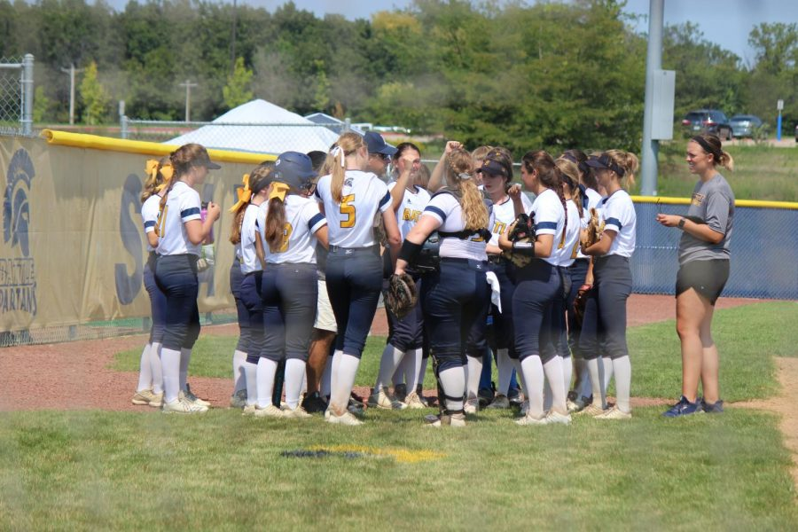 Team+huddles+around+Coach+Henderson+in+the+last+inning+vs+Blue+Springs+South.